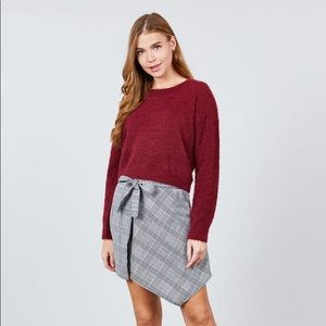 Sweaters - Long Sleeve Round Neck Crop Sweater